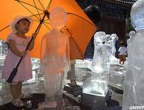Фигуры детей изо льда