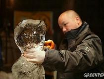 Процесс изготовления ледяных скульптур детей