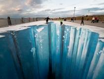 Ледяная пропасть на асфальте фото-1