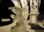 Скульптуры ангелов выполненные изо льда