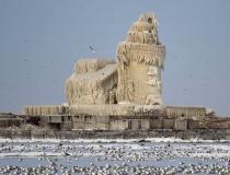 Ледяной маяк на озере Эри фото-1