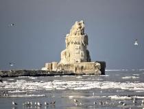 Ледяной маяк на озере Эри фото-5