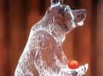 Ледяная фигура медведя