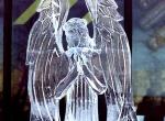 Фигура ангела изо льда