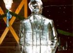 Фигура человека изо льда в рост