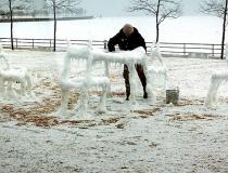 Процесс изготовления снежной мебели