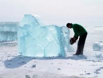 Процесс изготовления ледяных лошадей