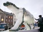 Скульптура медведя изо льда фото-4
