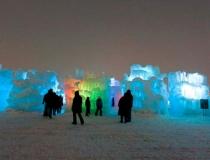 Цветная подсветка ледяного лабиринта