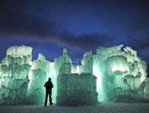 Фантастическое ледяное сооружение