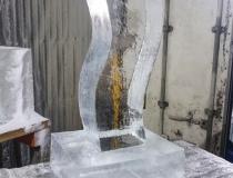 Процесс создания ледяного подарка