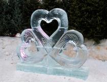 Ледяные скульптуры в виде сердца. Фото-1