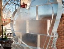 Ледяные скульптуры в виде сердца. Фото-2