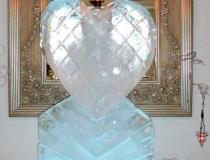 Ледяная свеча в виде сердца