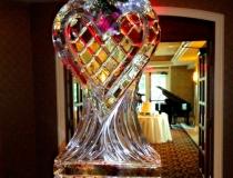 Ледяная ваза в виде сердца