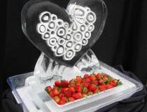 Ледяное сердце для подачи угощений
