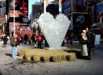 Фото ледяного сердца в Нью-Йорке-2