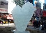 Фото ледяного сердца в Нью-Йорке-3