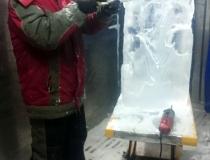 Процесс изготовления ледяной обезьяны