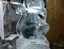 Ледяная скульптура обезьяны промежуточный этап-1
