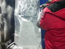 Процесс создания ледяной скульптуры