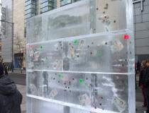Фунты вмороженные в ледяные блоки