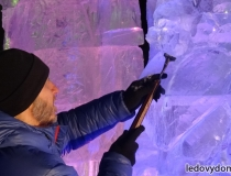 Ледяные скульптуры на площади в Красногорске-1