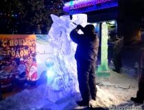 Ледяные скульптуры на площади в Красногорске-3