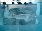 Маленькая машинка изо льда
