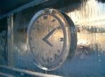 Настенные часы изо льда