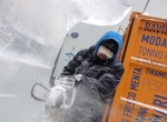 Вырезание силуэта ледяной скульптуры