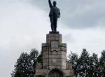 Памятник Ленину на постаменте от памятника 400-летия Дома Романовых
