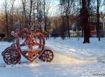 Деревянная карета с ледяной горкой