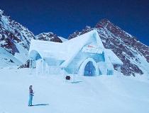 Ван Дамм построил ледяной бар