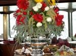 Ледяная ваза для украшения праздничного стола