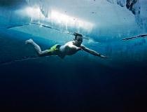 Вим Хоф проплыл подо льдом 57 метров