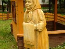 Деревянные скульптуры в образе героев сказок