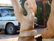 Деревянная скульптура Лебедь