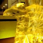 Фрагмент скульптуры грифонов изо льда