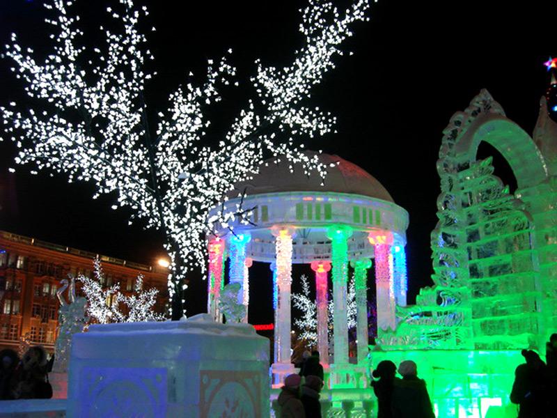 """Фото ледяной ротонды, центральной композиции комплекса """"Вишневый сад"""""""