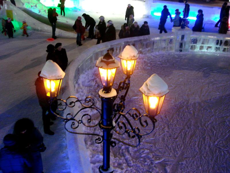 Фото ледяного катка залитого для фестиваля