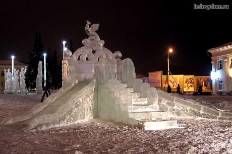 Двускатные ледяные горки