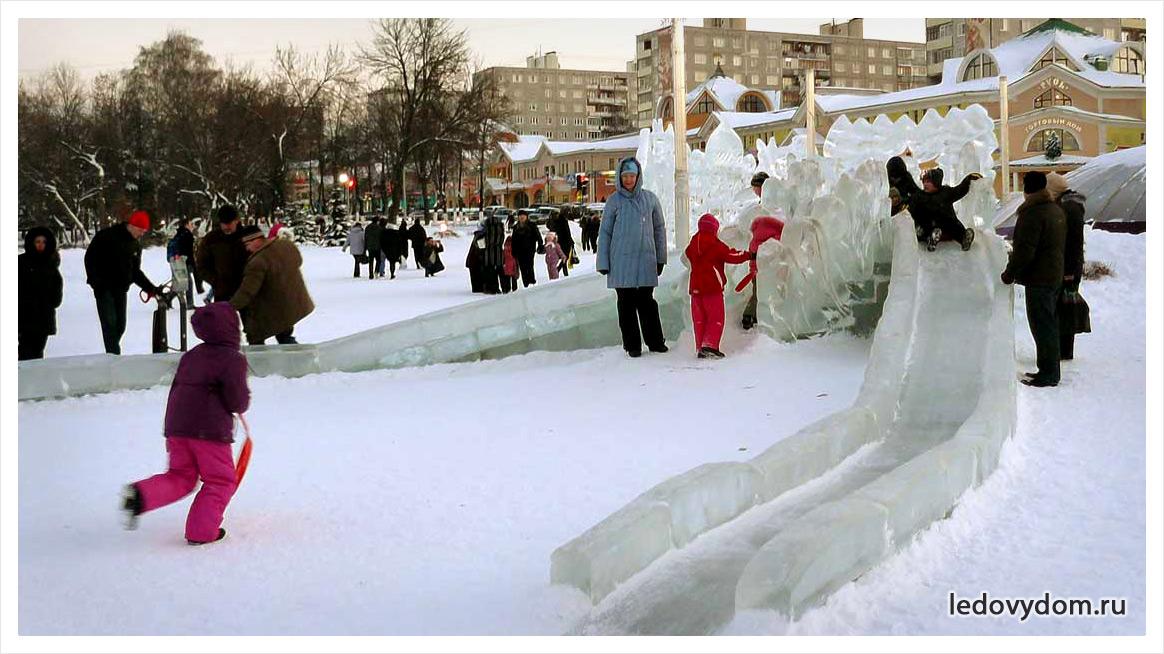 Украшение детских площадок ледяными горками