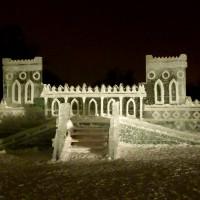 Сооружение изо льда фото в Царицынском парке