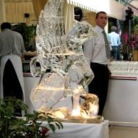 Ледяной грифон, интерьерная скульптура с подсветкой