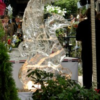 Грифоны изо льда для оформления праздников и мероприятий