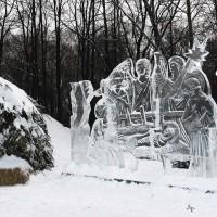 Праздничная ледяная скульптура Рождество