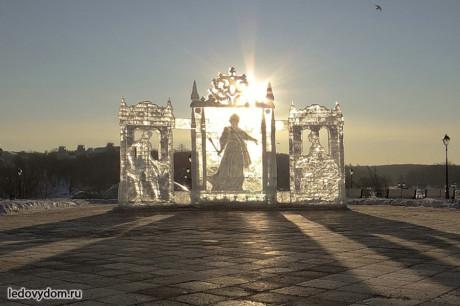 Ледовая композиция Екатерина Великая и придворные