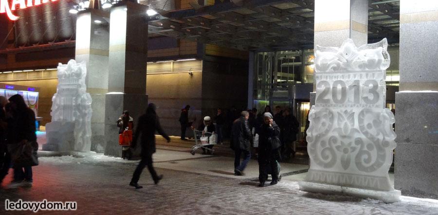 Боковые ледяные композиции у главного входа