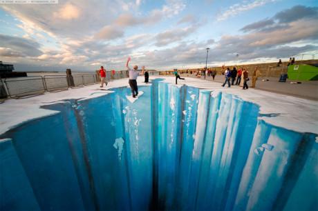 Ледяная пропасть на асфальте